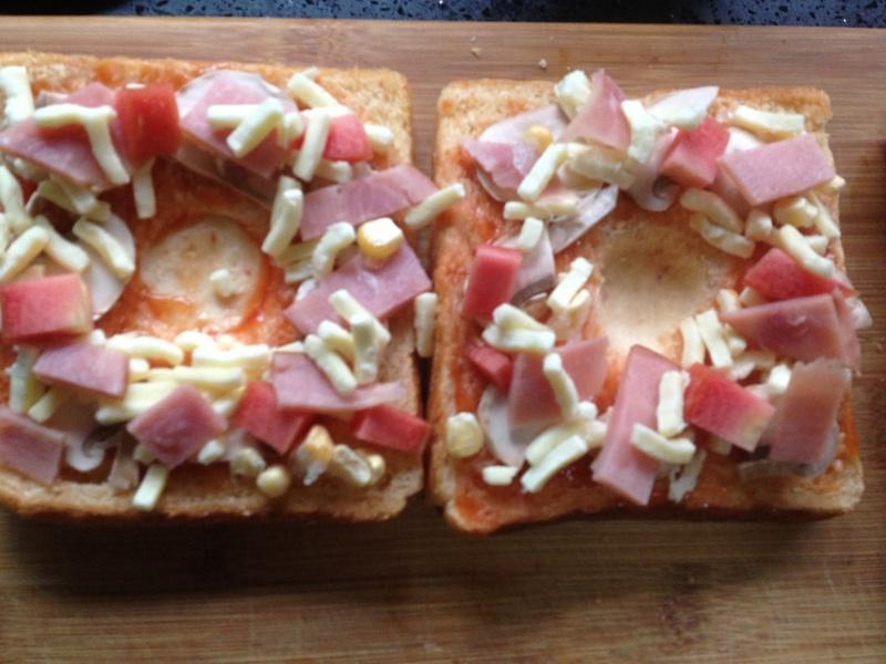 吐司太阳蛋披萨的做法 步骤4