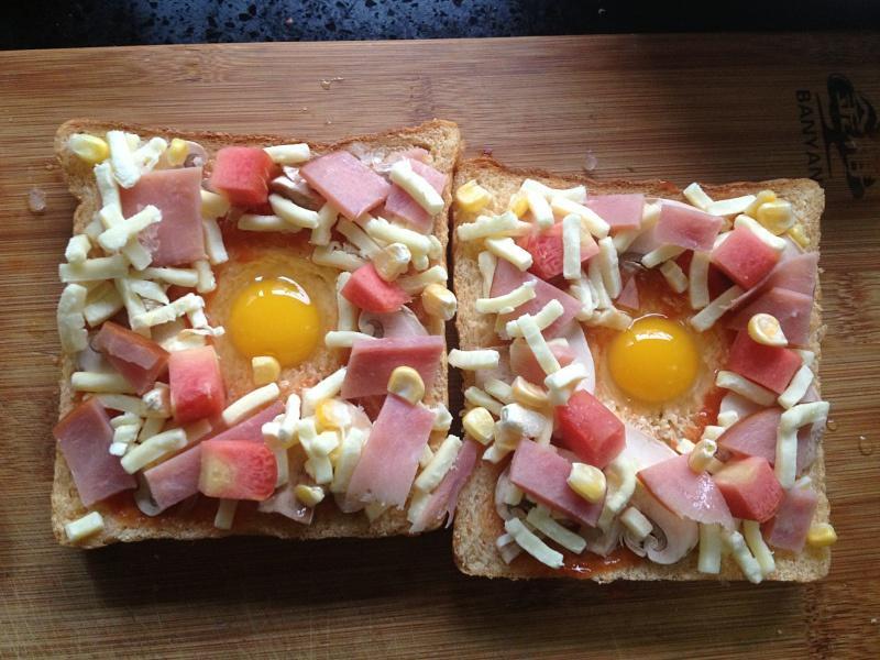吐司太阳蛋披萨的做法 步骤6