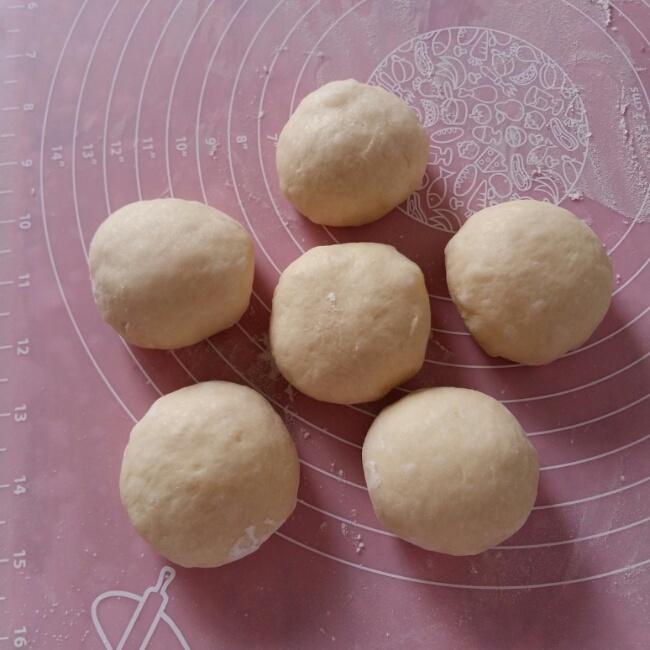 毛毛虫豆沙面包的做法 步骤3