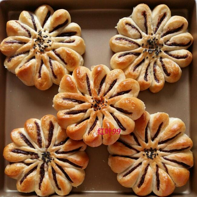 花朵豆沙面包的做法 步骤10