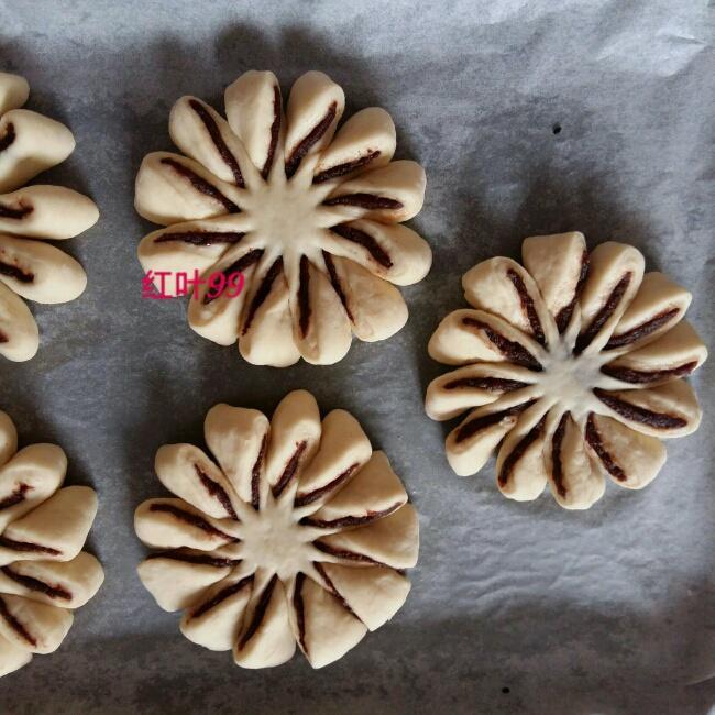 花朵豆沙面包的做法 步骤9