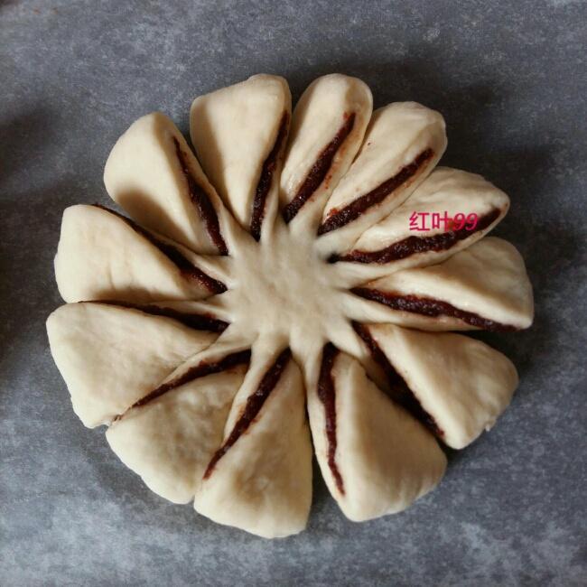 花朵豆沙面包的做法 步骤8