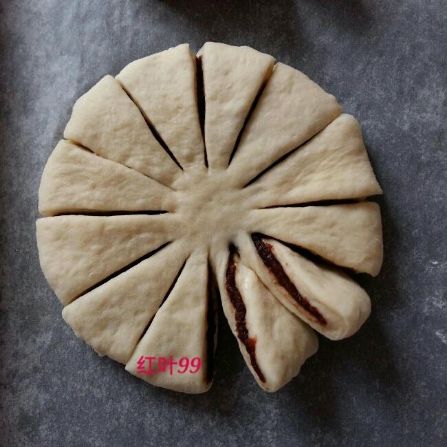 花朵豆沙面包的做法 步骤7