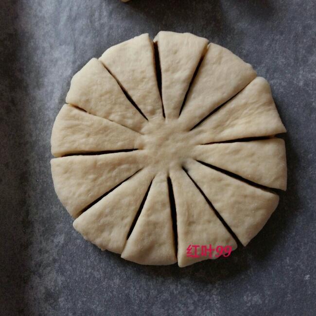 花朵豆沙面包的做法 步骤6