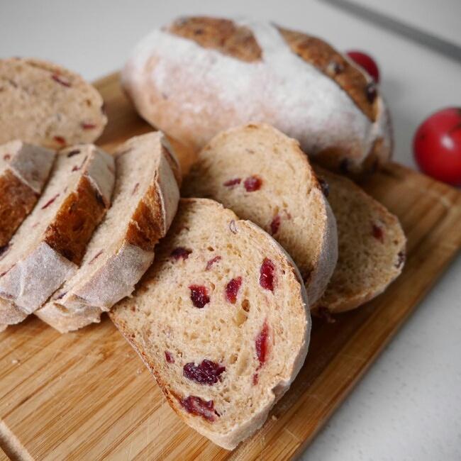 全麦蔓越莓软式欧包(免揉)的做法