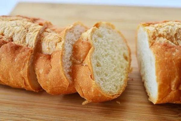 面包真的要放冰箱保存吗?你对冷藏可能不够......
