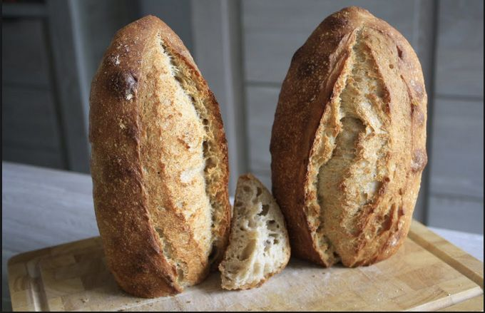 对于烘焙初学者,应该选择烤箱还是面包机?