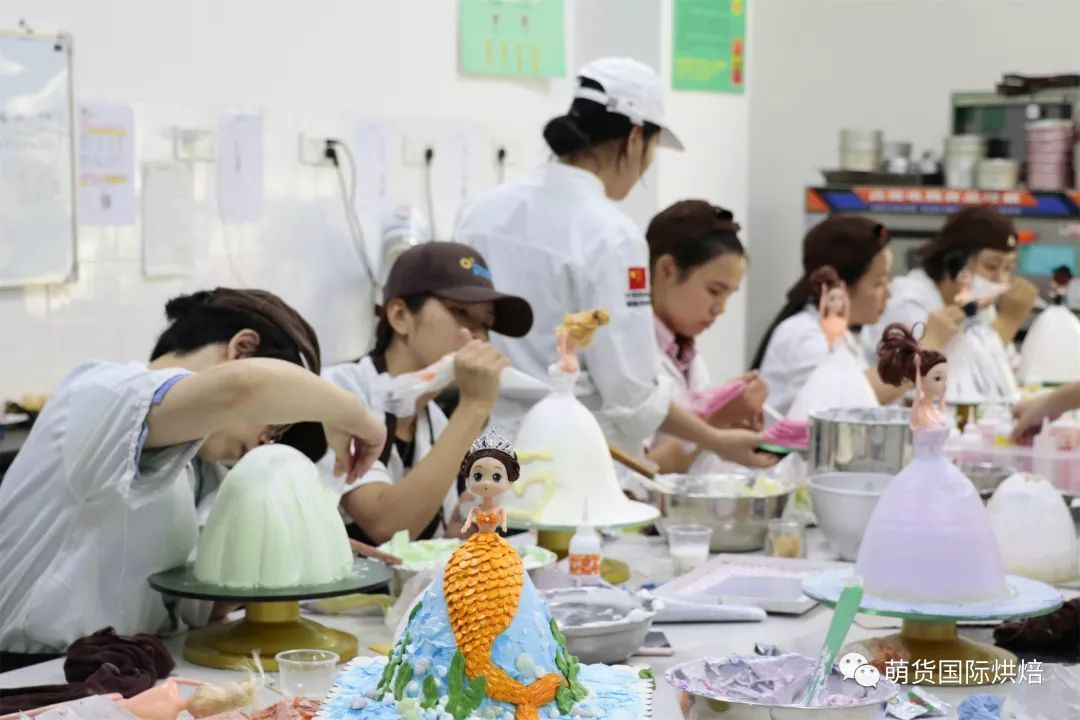 女生做烘焙学徒很累吗?去做烘焙学徒是一种怎样的体验?看了我都不敢当学徒了!!