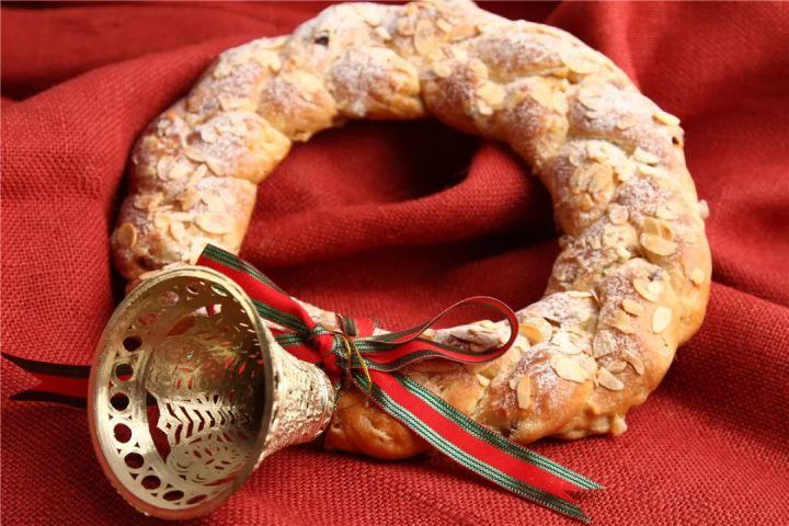 圣诞节来临,这款花环面包要不边戴边吃?