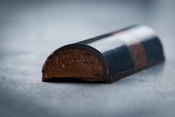 吃一根酷似香烟的巧克力是什么体验?