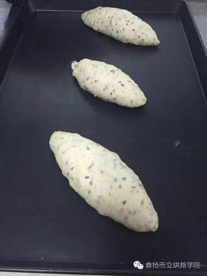 面包培训   软欧面包教程:亚麻籽核桃软欧面包配方