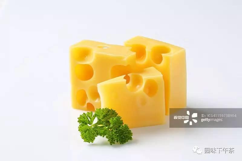 稀奶油、淡奶油、黄油、奶油……傻傻分不清?让您一图读懂