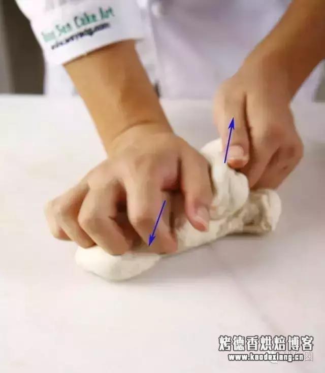 手工揉面快速出膜又不累的方法!关键在这几个揉面技巧上……