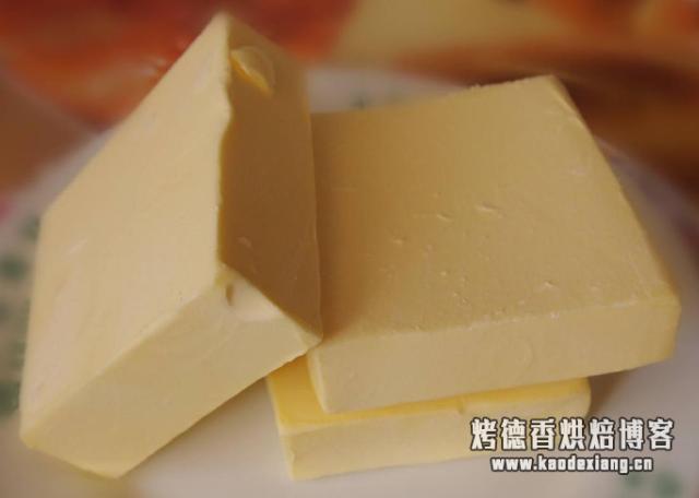打发过头的奶油不要扔,教你做成黄油,咸香细腻,比买的好