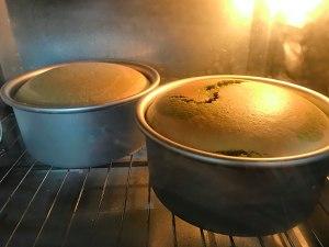 六寸抹茶戚风蛋糕胚,不回缩不塌陷的做法 步骤9