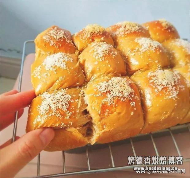 一次冷藏发酵,提前一晚做,早晨就能吃到现烤的面包