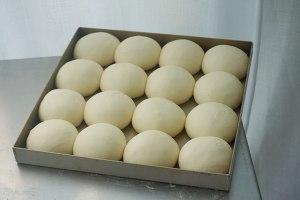 ?超简单快手,柔软拉丝,一次发酵,牛奶小餐包的做法 步骤6