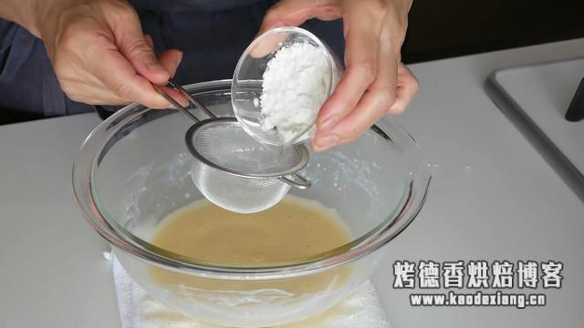 做蛋糕时,如何更容易地打发好蛋白?我有个小秘诀要告诉你