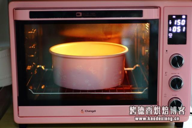 8寸戚风蛋糕的做法,适合烘焙新手制作,口感细腻绵软,零失败