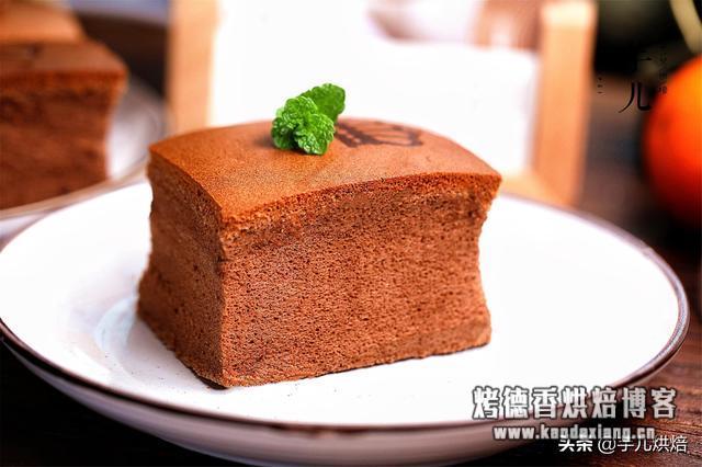 教你做巧克力古早味蛋糕,黄金比例配方,不缩不塌,棉花一般柔软