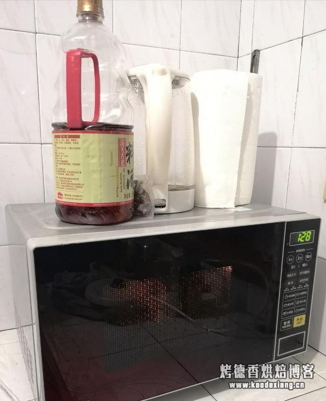 懒人微波炉烤鸡,这样做,一次一只不够吃!