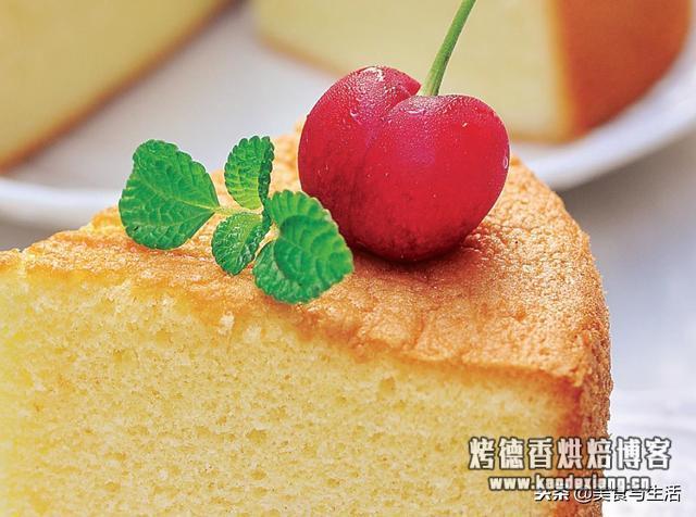 全蛋海绵蛋糕是适合在家吃的蛋糕,一口咬下去,口感弹弹的真好吃