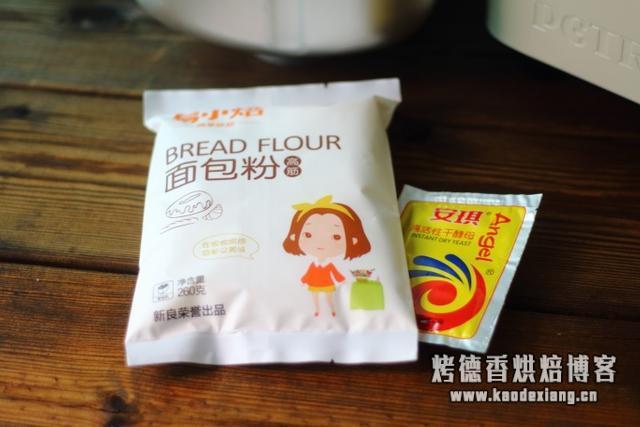 面包机一键式做出来的面包,又柔软又好吃,早餐吃它最讨懒人喜爱