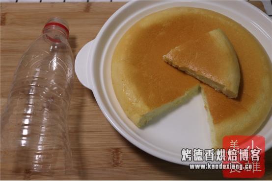 """一个矿泉水瓶做""""电饭锅蛋糕"""",5分钟打发,松软好吃,一看就会"""