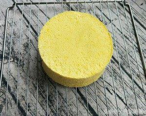 3个鸡蛋,1碗面粉,上锅蒸一下,就能做出松软香甜的蒸蛋糕!