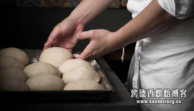 烘焙百科书 |  面包发酵的讲究:直接法与中种法的大差别