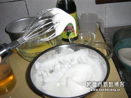 戚风蛋糕:蛋白打发的注意事项以及湿性、干性打发的示意图