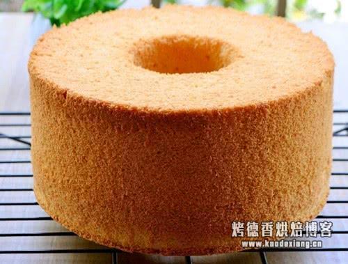 蛋糕想要松软成形关键是什么?不是搅拌也不是蛋清打发,是这一点